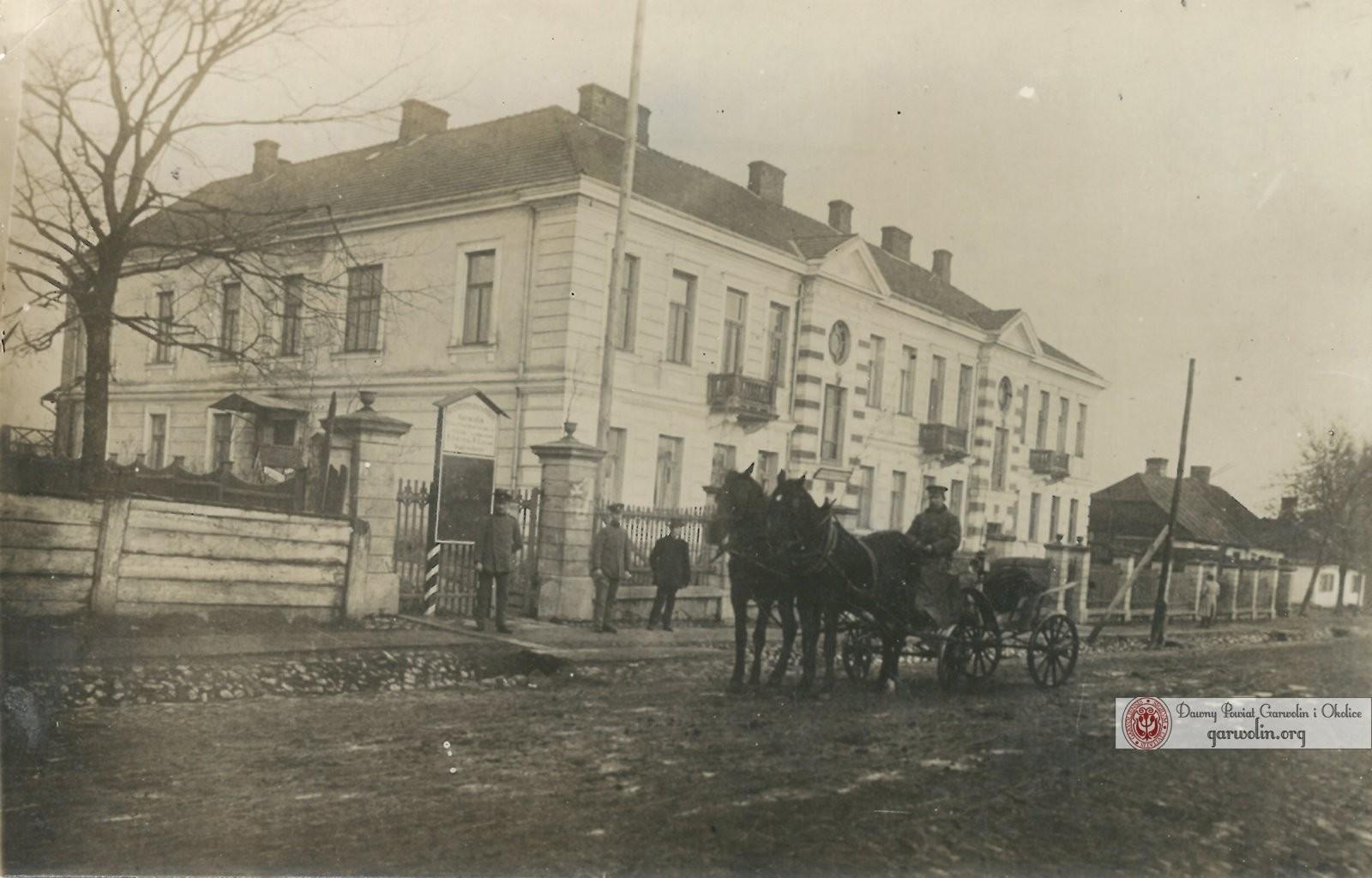 Budynek Urzędu Miasta Garwolina. Zdjęcie pochodzące z początku XX wieku ze zbiorów Łukasza Żaka, źródło Garwolin.org